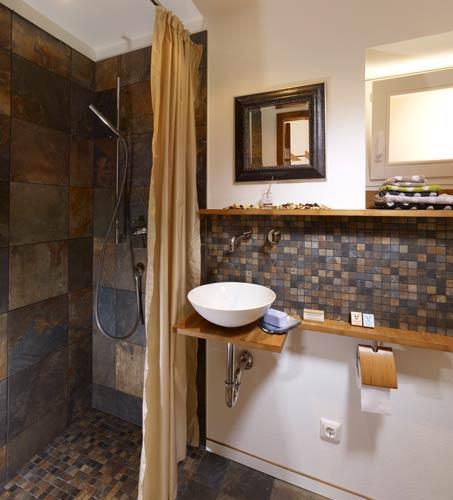 schlafzimmer bad kombination verschiedene. Black Bedroom Furniture Sets. Home Design Ideas